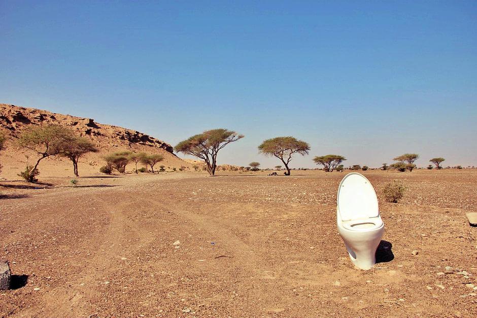 徒步遇到的马桶Toilet_in_desert